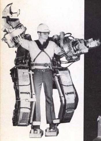 GE가 1965년 개발한 외골격 로봇 하디맨. 이 로봇을 착용하면 무게 700kg을 들 수 있는 슈퍼맨이 될 수 있지만 의도에 따라 바로 반응해 움직이지 못할 뿐 아니라 오작동을 일으키기도 해 실용화에는 실패했다. - GE 제공